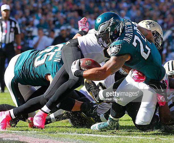 Ryan Mathews of the Philadelphia Eagles crosses the goal line for a touchdown against the New Orleans Saints in the third quarter during a football...