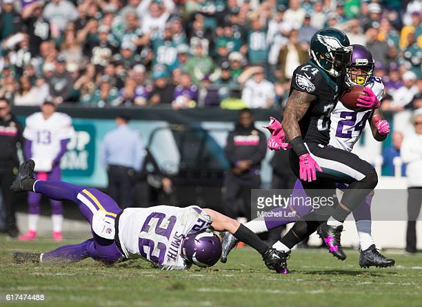 Ryan Mathews of the Philadelphia Eagles runs the ball past Harrison Smith in the second quarter at Lincoln Financial Field on October 23 2016 in...