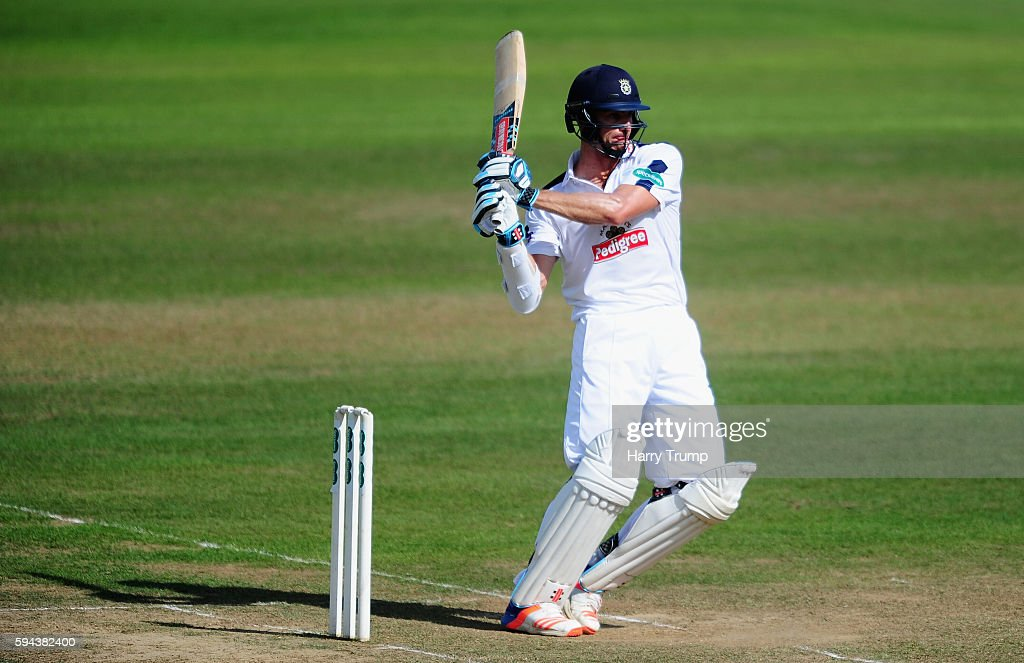 Somerset v Hampshire - County Championship Division One - Day One