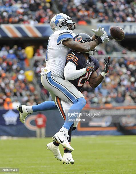 Ryan Mundy of the Chicago Bears breaks up a pas to Calvin Johnson of the Detroit Lions during the first quarter on January 3 2016 at Soldier Field in...