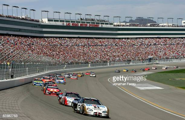 Ryan Newman leads a pack in his Alltel Dodge during the NASCAR Nextel Cup UAW Daimler Chrysler 400 on March 13 2005 at Las Vegas Motor Speedway in...