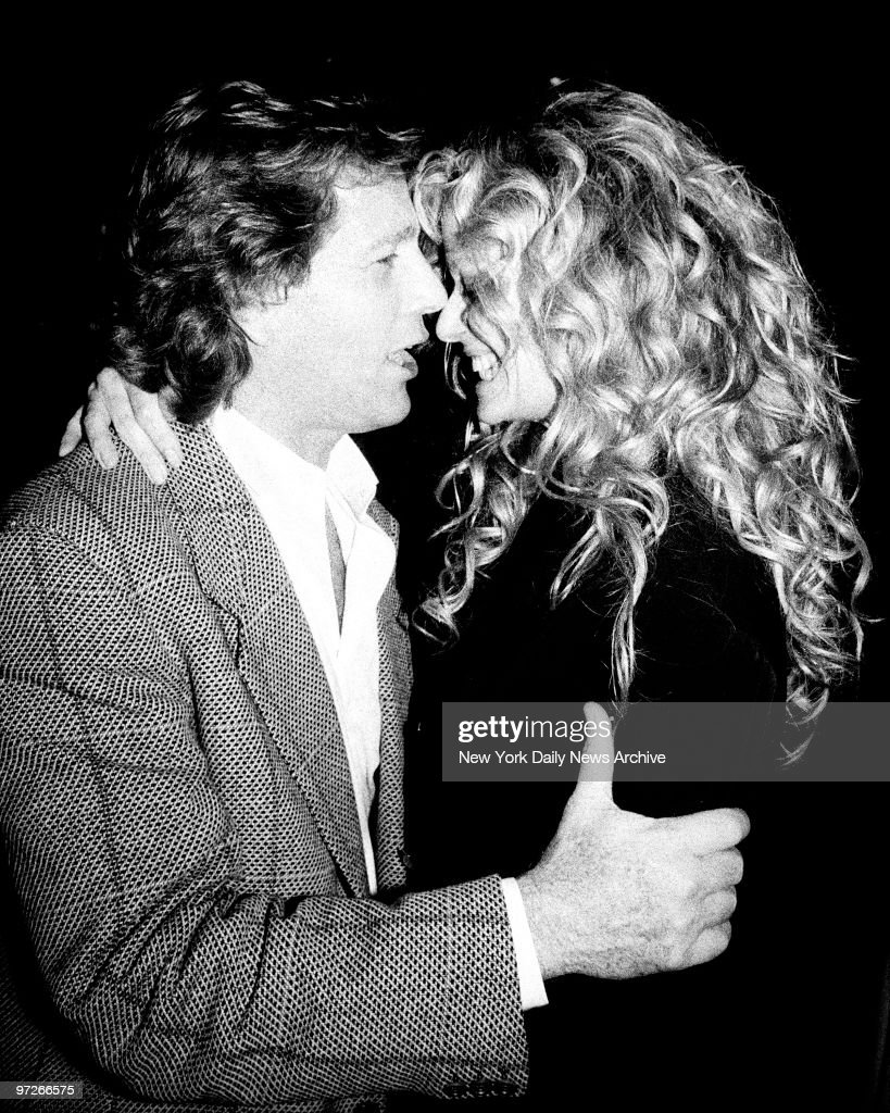 Ryan O\'Neal and Farrah Fawcett coo at each other at party in ...