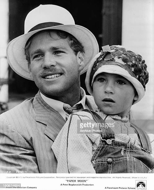 Ryan O'Neal holding Tatum O'Neal in a scene from the film 'Paper Moon' 1973