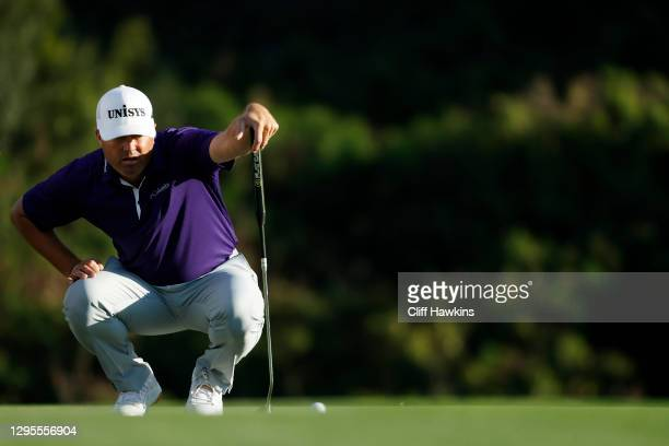 Ryan Palmer of the United States lines up a putt on the 18th green during the third round of the Sentry Tournament Of Champions at the Kapalua...