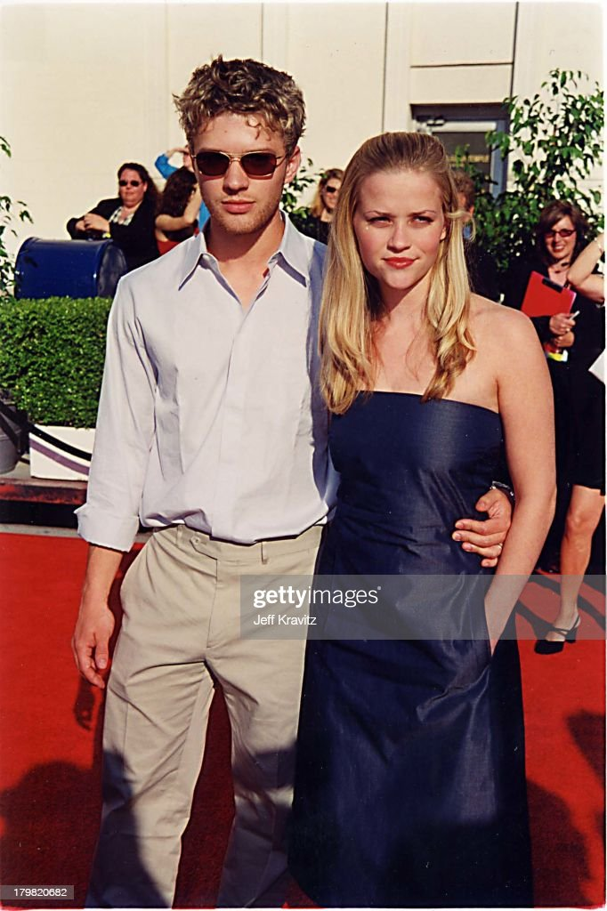 Ryan Phillippe & Reese Witherspoon during 2000 Blockbuster Awards at Shrine Auditorium in Los Angeles, California, United States.