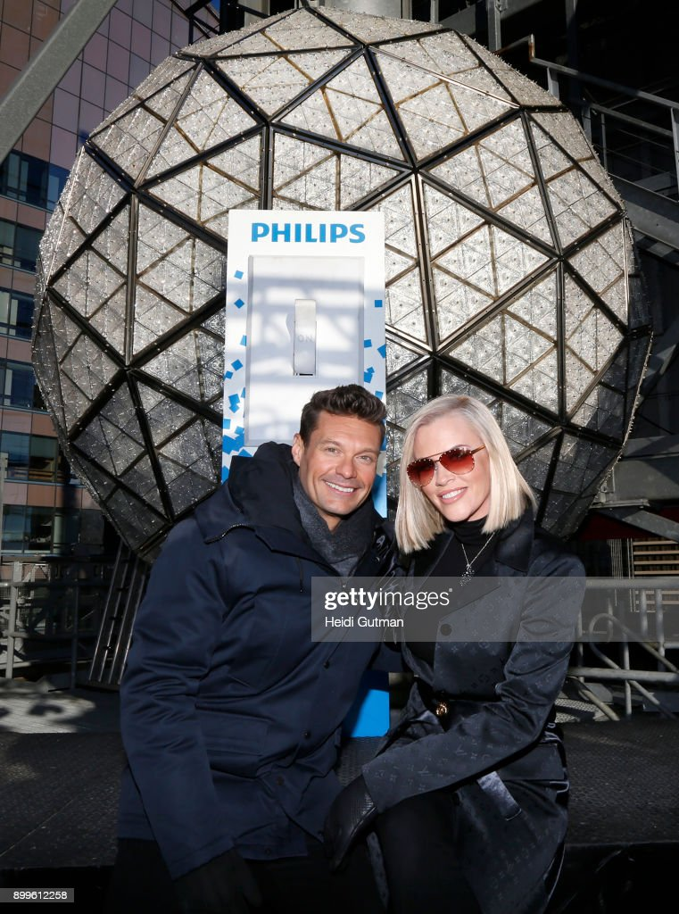 AMERICA - Ryan Seacrest and Jenny McCarthy preview 'Dick Clark's New Year's Rockin' Eve with Ryan Seacrest' on 'Good Morning America,' 12/29/17, airing on the ABC Television Network. RYAN