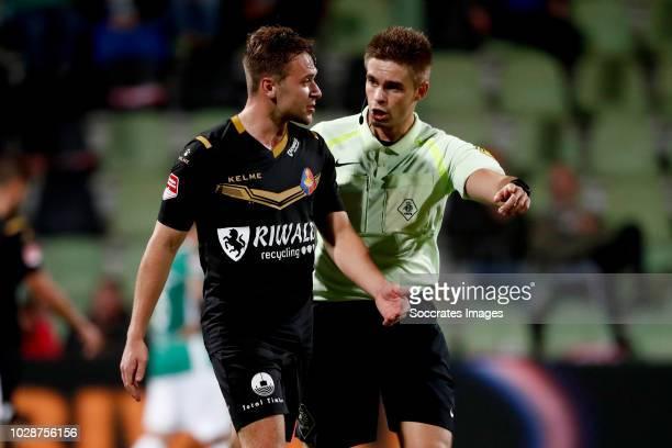 Ryan Seager of Telstar referee Edgar Bijl during the Dutch Keuken Kampioen Divisie match between FC Dordrecht v Telstar at the Riwal Hoogwerkers...