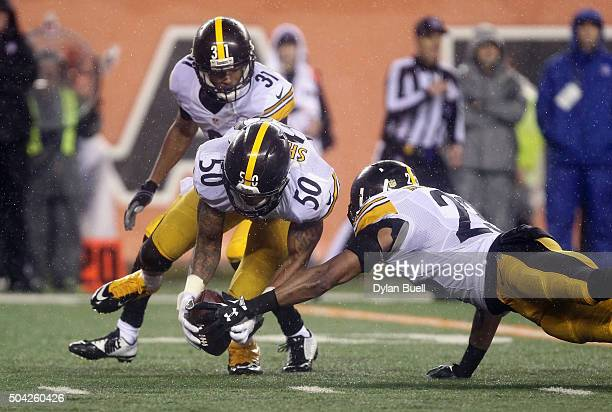 Ryan Shazier of the Pittsburgh Steelers Mike Mitchell and Ross Cockrell attempt to recover a fumble by Jeremy Hill of the Cincinnati Bengals in the...