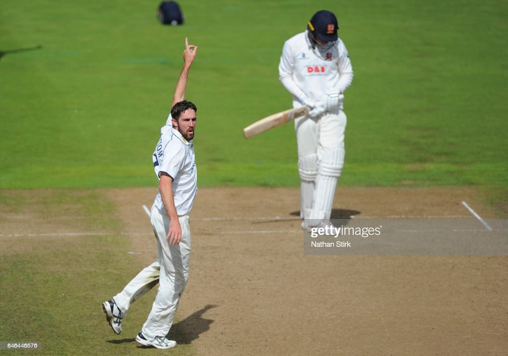 Ryan Sidebottom Warwickshire appeals during the County Championship Division One match between Warwickshire and Essex at Edgbaston on September 13, 2017 in Birmingham, England.