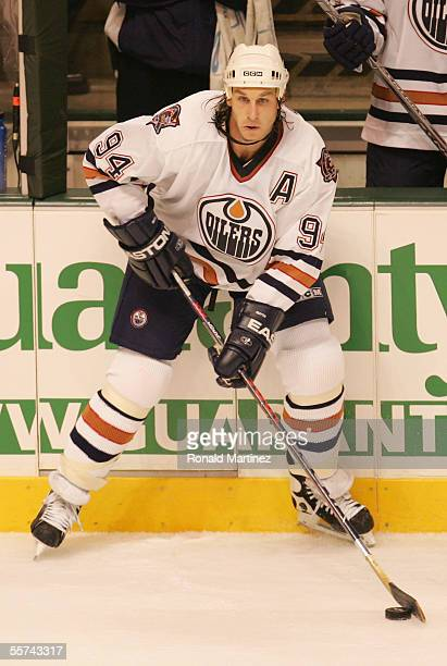 Ryan Smyth of the Edmonton Oilers skates with the puck against the Dallas Stars during the preseason NHL game on September 20 2005 at American...