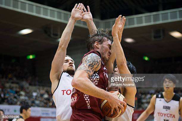 Ryan Spangler of the Kawasaki Brave Thunders and Taishi Ito of the Alvark Tokyo battle under the boards during the B League match between Toshiba...