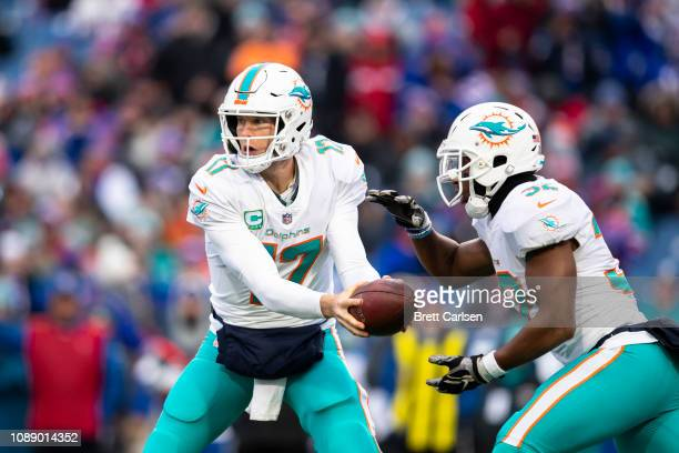 Ryan Tannehill of the Miami Dolphins hands the ball off to Kenyan Drake during the first quarter against the Buffalo Bills at New Era Field on...