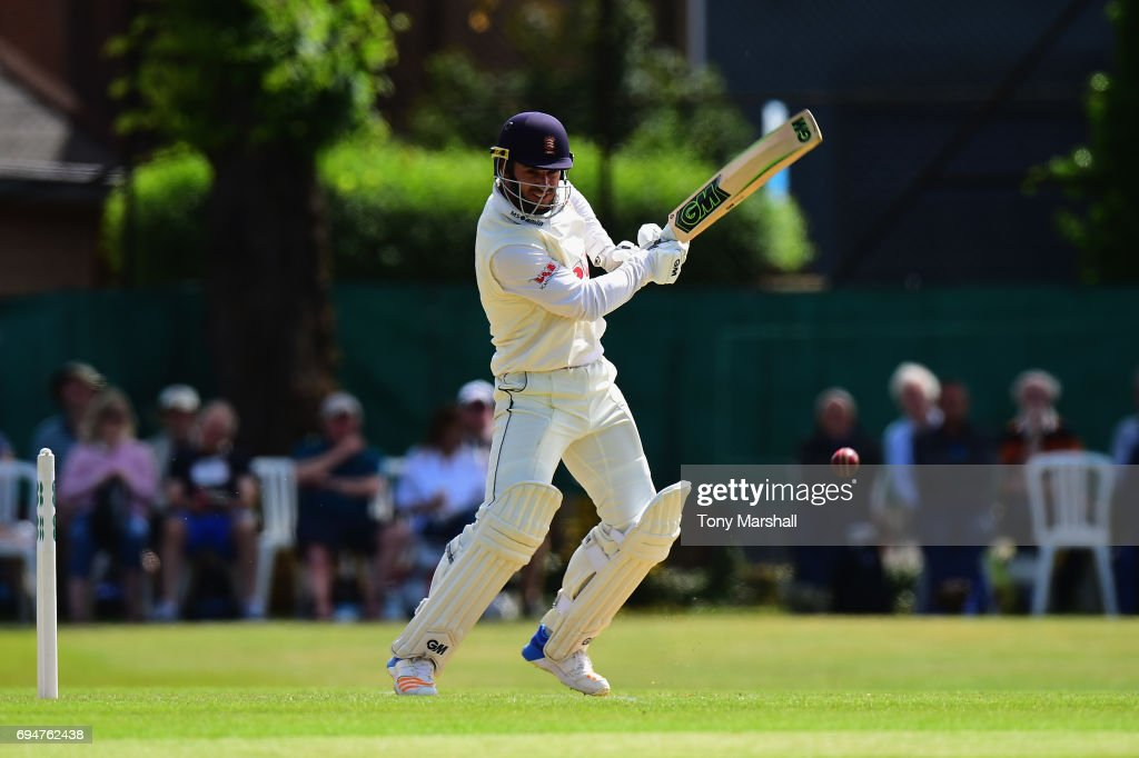 Surrey v Essex - Specsavers County Championship: Division One
