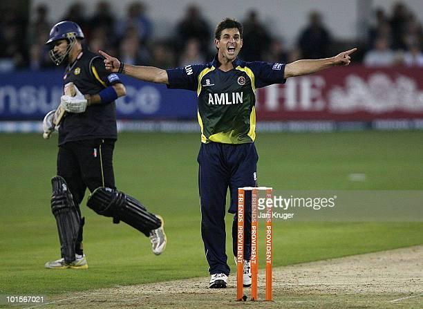 Ryan ten Doeschate of Essex Eagles celebrate the wicket of Martin van Jaarsveld of Kent Spitfires during the Friends Provident T20 match between...
