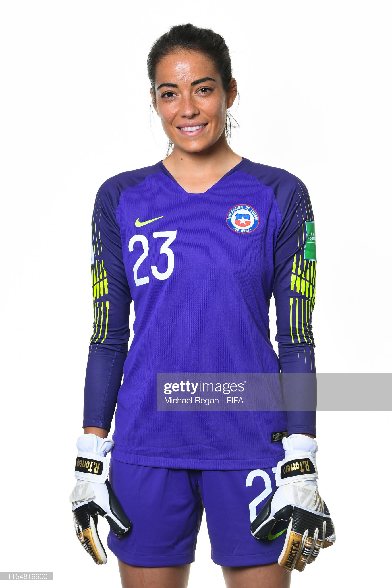 CHILE - Etnografía, cultura y mestizaje - Página 4 Ryan-torrero-of-chile-poses-for-a-portrait-during-the-official-fifa-picture-id1154816600?s=2048x2048