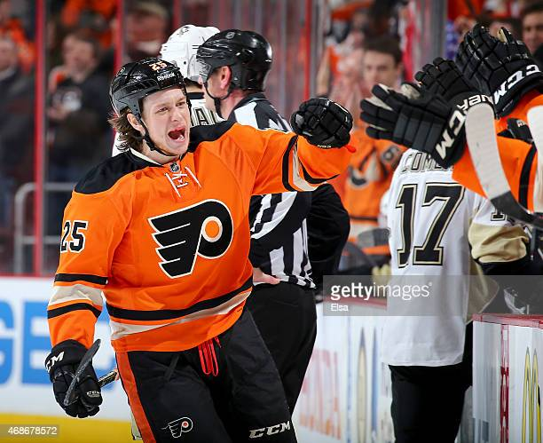 Ryan White of the Philadelphia Flyers celebrates his goal in the third period against the Pittsburgh Penguins on April 5 2015 at the Wells Fargo...