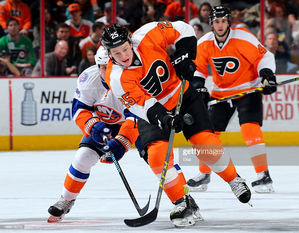 Ryan White #25 of the Philadelphia Flyers takes the puck in the second period against the New York Islanders on April 7, 2015 at the Wells Fargo Center in Philadelphia, Pennsylvania.