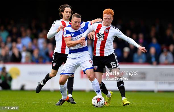 Ryan Woods of Brentford and Conor Washington of Queens Park Rangers in action during the Sky Bet Championship match between Brentford and QPR at...