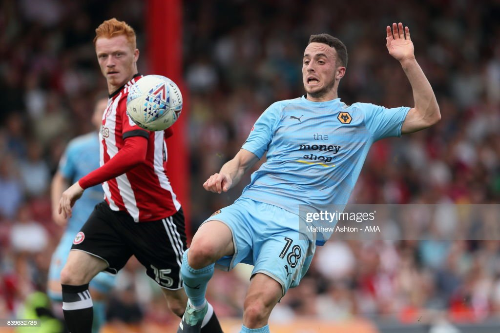 Ryan Woods of Brentford and Diogo Jota of Wolverhampton Wanderers during the Sky Bet Championship match between Brentford and Wolverhampton Wanderers at Griffin Park on August 26, 2017 in Brentford, England.