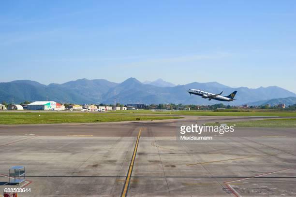 Ryanair avion au décollage à l'aéroport de Bergame