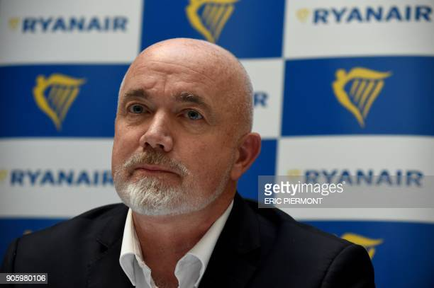 Ryanair's Chief Commercial Officer David O'Brien gives a press conference in Paris on January 17 2018 / AFP PHOTO / ERIC PIERMONT