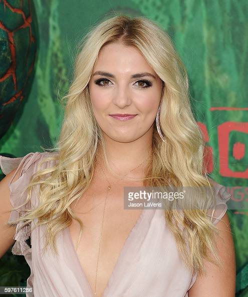 rydel lynch attends the premiere of 39 kubo and the two strings 39 at amc nachrichtenfoto getty. Black Bedroom Furniture Sets. Home Design Ideas