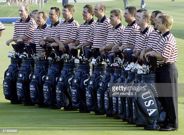 Ryder Cup team members pose for a team photo 15 September, 2004 at the Oakland Hills Country Club in Bloomfield Township, Michigan the site of the...