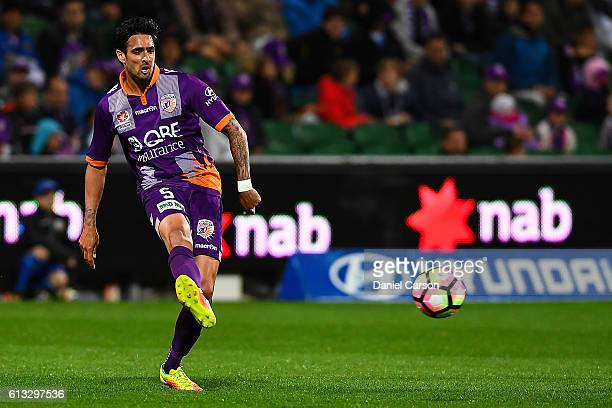 Ryhs Williams of the Perth Glory passes the ball during the round one ALeague match between the Perth Glory and the Central Coast Mariners at nib...