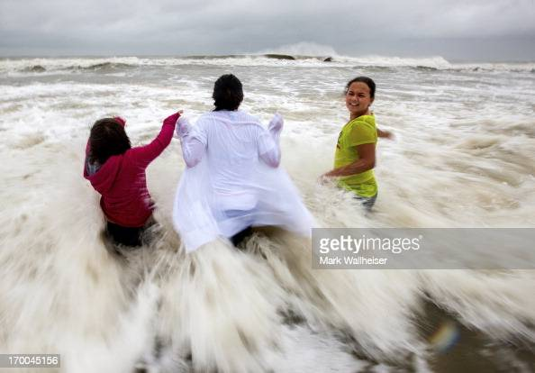 Ryleigh Fisher Her Sister Holly Fisher And Cousin Hannah Helm Of News Photo Getty Images