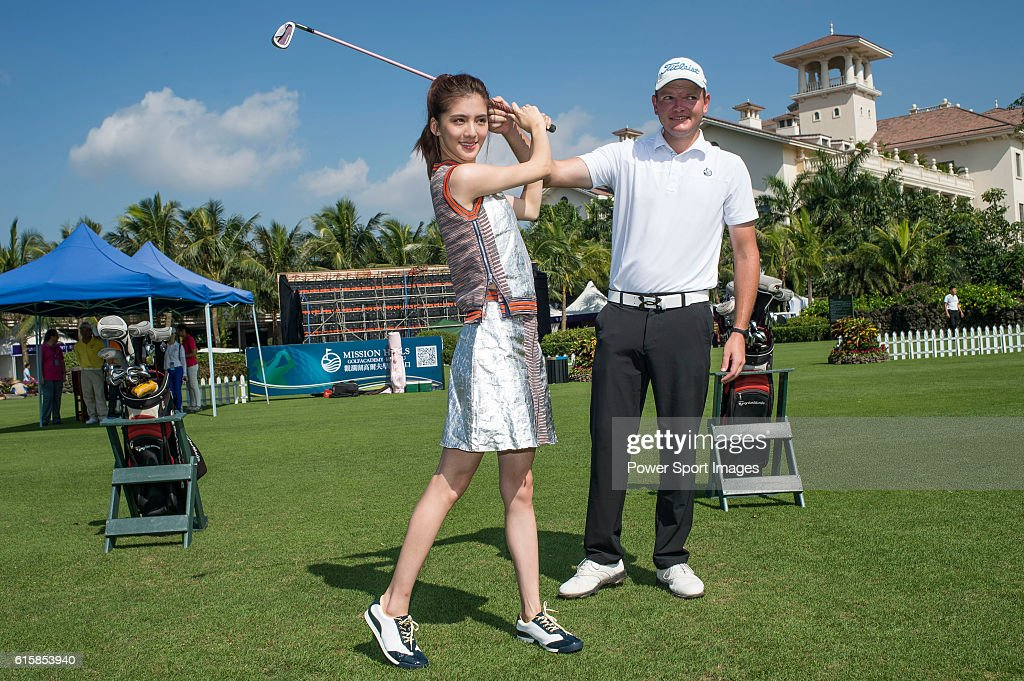 Rynard van Eden of South Africa gives a clinic to golfers including Hong Kong model Karena Ng on the sidelines of World Celebrity Pro-Am 2016 Mission Hills China Golf Tournament on October 20, 2016 in Haikou, China.