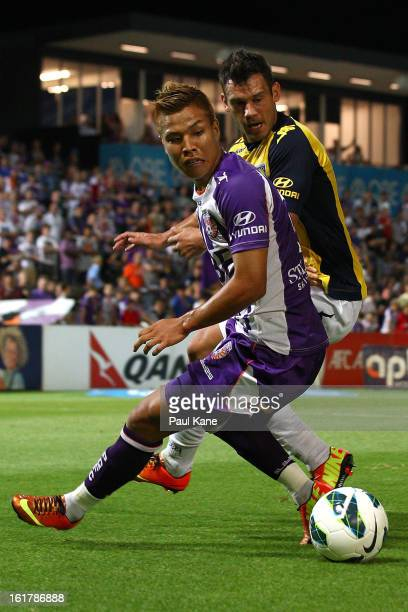 Ryo Nagai of the Glory and Pedj Bojic of the Mariners contest for the ball during the round 21 ALeague match between the Perth Glory and the Central...
