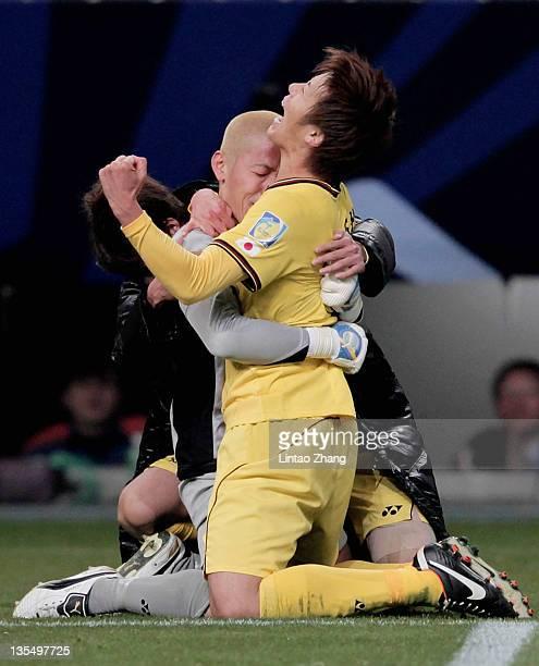 Ryohei Hayashi of Kashiwa Reysol celebrates with goalkeeper Takanori Sugeno after scoring the deciding penalty during the FIFA Club World Cup Quarter...