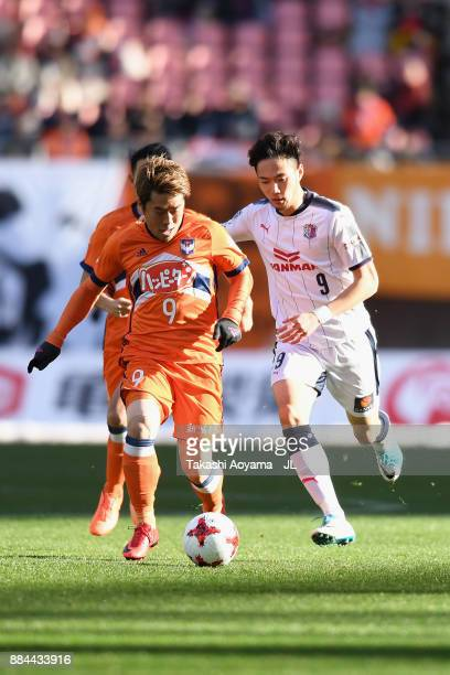 Ryohei Yamazaki of Albirex Niigata and Kenyu Sugimoto of Cerezo Osaka compete for the ball during the JLeague J1 match between Albirex Niigata and...
