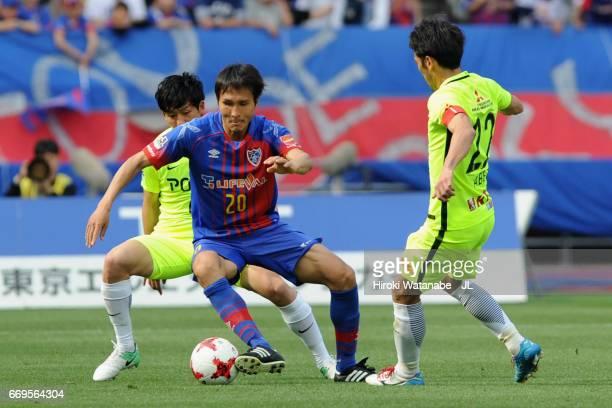 Ryoichi Maeda of FC Tokyo controls the ball under pressure of Wataru Endo and Yuki Abe of Urawa Red Diamonds during the J.League J1 match between FC...