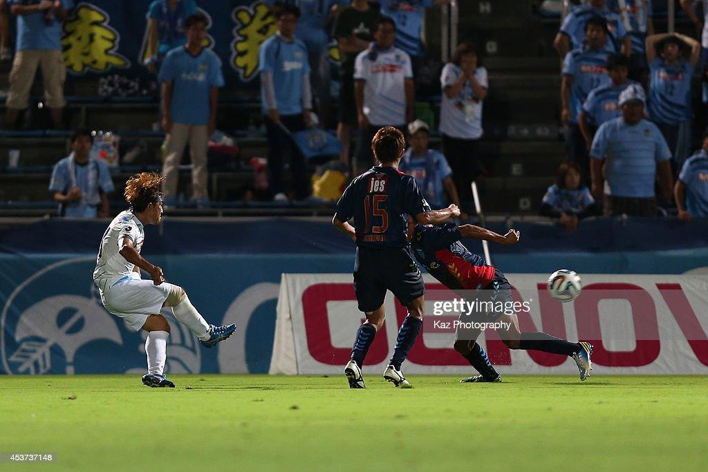 Ryosuke Kijima (1st L) of Kamatamare Sanuki scores his team's first goal during the J. League 2 match between Yokohama F.C. and Kamatamare Sanuki at the Nippatsu Mitsuzawa Stadium on August 17, 2014 in Yokohama, Japan.
