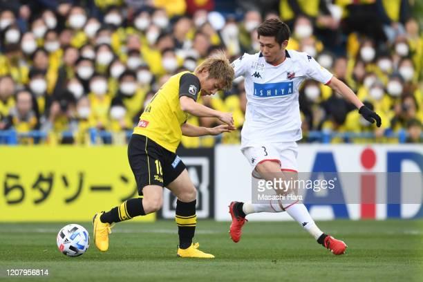 Ryosuke Shindo of Consadole Sapporo and Yusuke Segawa of Kashiwa Reysol compete for the ball during the JLeague MEIJI YASUDA J1 match between Kashiwa...