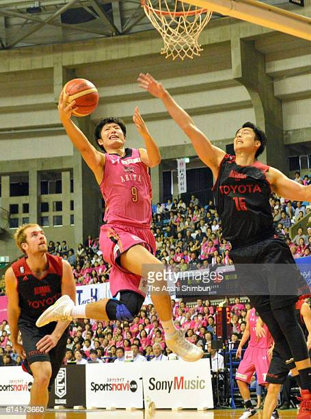 Ryosuke Shirahama of the Northern Happinets leaps for a layup during the BLeague first division match between Akita Northern Happinets and Alvark...