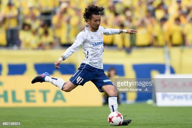 Ryosuke Tone of Giravanz Kitakyushu in action during the JLeague J3 match between Tochigi SC and Giravanz Kitakyushu at Tochigi Green Stadium on May...