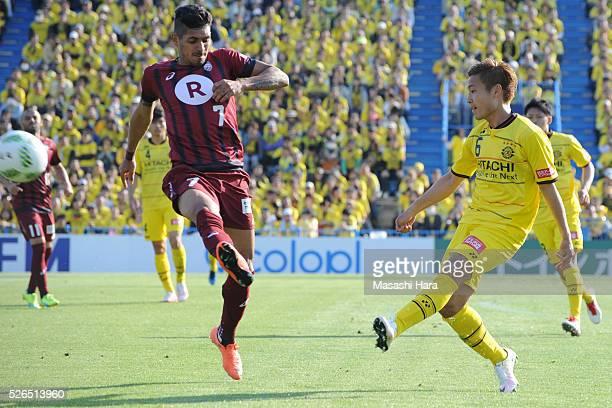 Ryosuke Yamanaka of Kashiwa Reysol in action during the JLeague match between Kashiwa Reysol and Vissel Kobe at the Hitachi Kashiwa soccer stadium on...