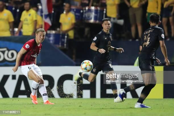 Ryosuke Yamanaka of Urawa Red Diamonds kicks the ball during the AFC Champions League Group G match between Buriram United and Urawa Red Diamonds at...