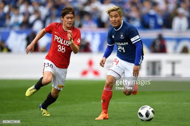 Ryosuke Yamanaka of Yokohama F.Marinos and Daisuke Kikuchi of Urawa Red Diamonds compete for the ball during the J.League J1 match between Urawa Red...