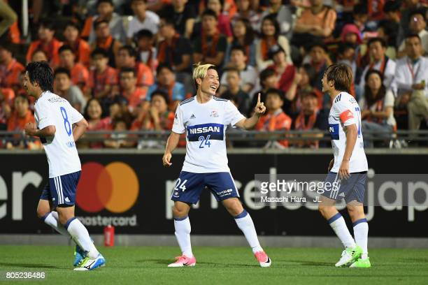 Ryosuke Yamanaka of Yokohama F.Marinos celebrates scoring his side's second goal with his team mates during the J.League J1 match between Omiya...