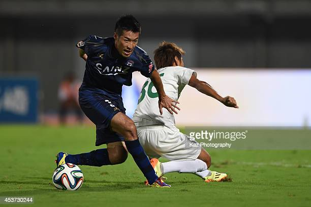 Ryota Aoki of Thespakusatsu Gunma keeps the ball during the J League 2nd division match between Thespakusatsu Gunma and FC Gifu at Shoda Shoyu...