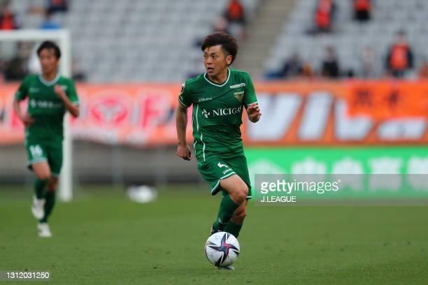 Ryota KAJIKAWA of Tokyo Verdy in action during the J.League Meiji Yasuda J2 match between Tokyo Verdy and Renofa Yamaguchi at Ajinomoto Stadium on...