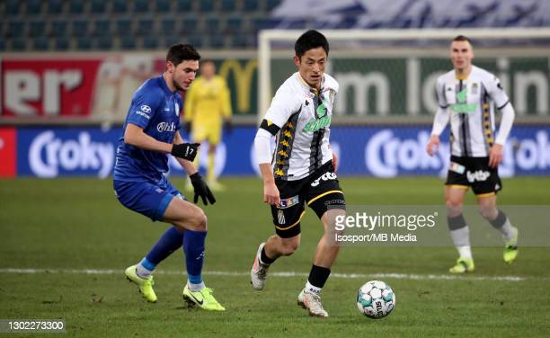 Ryota Morioka of Charleroi battles for the ball with Roman Bezus of KAA Gent during the Croky Cup 1/8 Final match between KAA Gent and Sporting de...