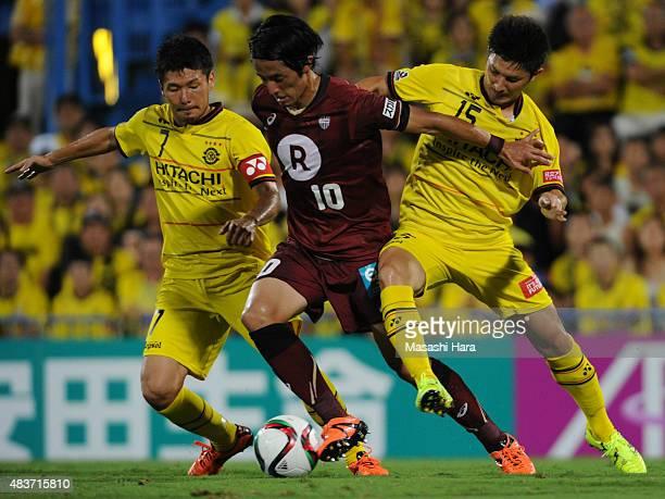 Ryota Morioka of Vissel Kobe and Hidekazu Otani and Kosuke Taketomi of Kashiwa Reysol compete for the ball during the JLeague match between Kashiwa...