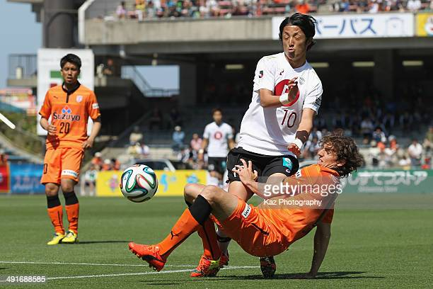 Ryota Morioka of Vissel Kobe is tackled by Dejan Jakovic of Shimizu SPulse during the JLeague match between Shimizu SPulse and Vissel Kobe at IAI...