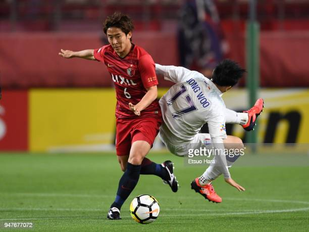 Ryota Nagaki of Kashima Antlers and Kim Jong Woo of Suwon Samsung Bluewings compete for the ball during the AFC Champions League Group H match...