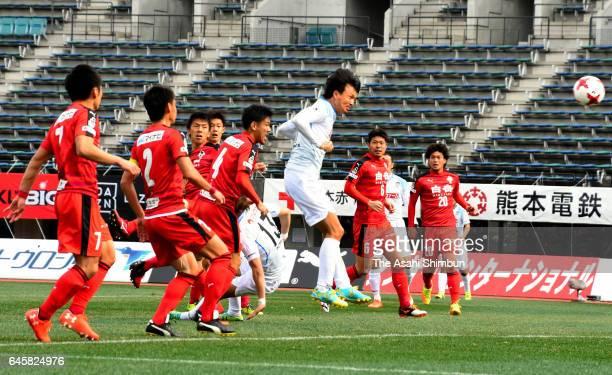Ryota Nagata of Kamatamare Sanuki heads the ball to score his side's first goal during the J.League J2 match between Roasso Kumamoto and Kamatamare...