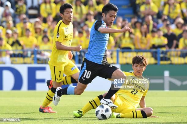 Ryota oshima of Kawasaki Frontale and Park Jeongsu of Kashiwa Reysol compete for the ball during the JLeague J1 match between Kashiwa Reysol and...
